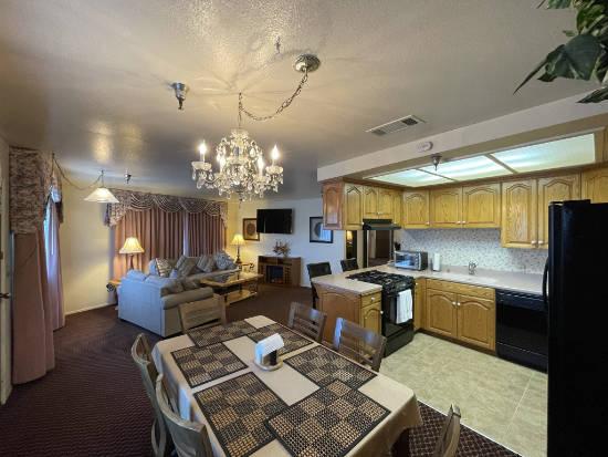 The Oakridge Inn - suite living room